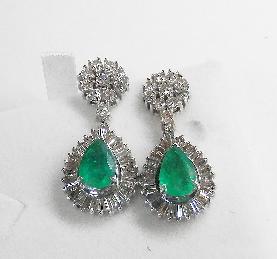 18k White Gold Emerald Diamond Earrings